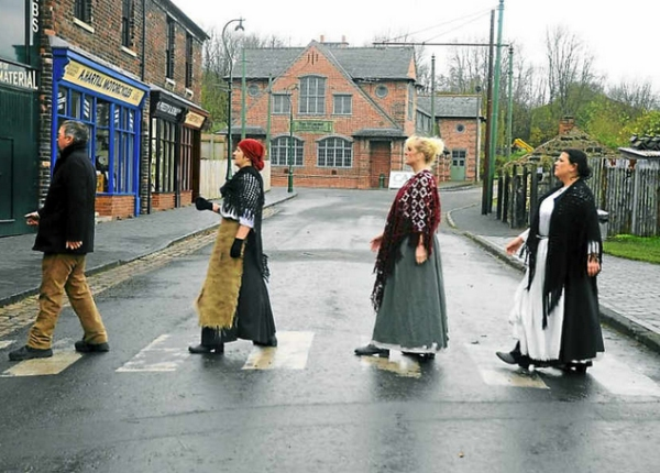 Black Country theatre members strike familiar poses for calendar