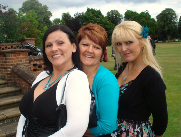 http://www.thefizzogs.com/wp-content/uploads/2015/05/Sue-Jacky-and-Deb.jpg